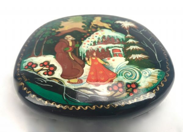 Russian Lacquered Box / Signed / Highly Detailed / Fairytale Scene / Vintage